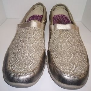 Skechers Womens Size 9.5 metallic and lace
